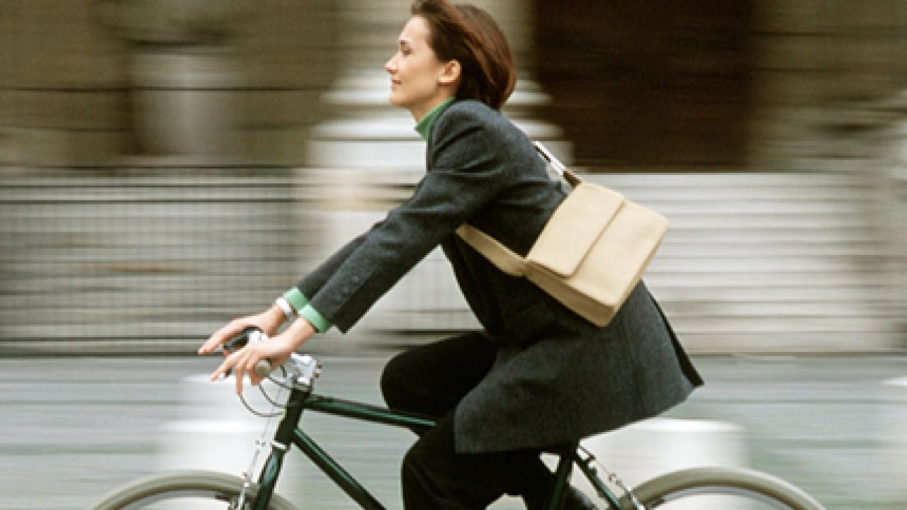 Pendolari: meglio lasciare a casa l'auto e prendere la bici