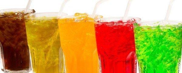Quali sono i potenziali rischi di un consumo eccessivo e combinato di energy drinks e alcolici?
