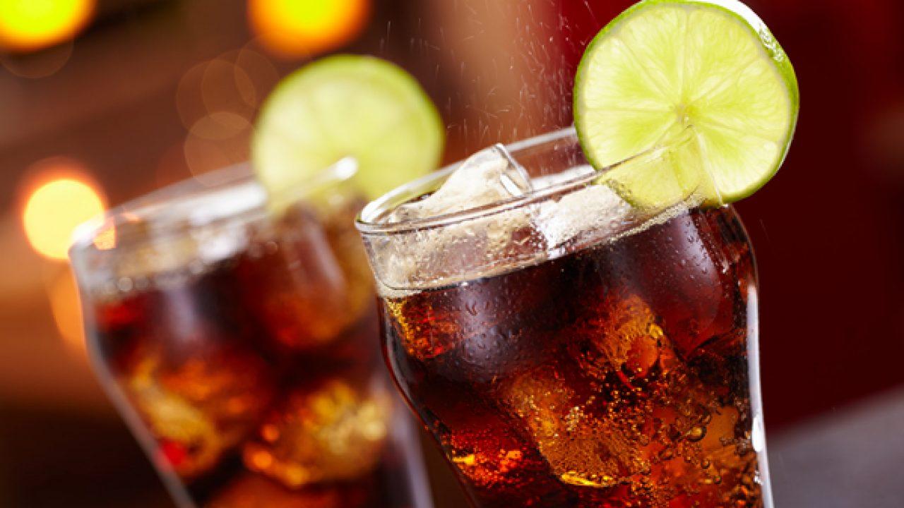 Come ridurre il consumo di bevande zuccherate e gassate? I consigli della Cochrane