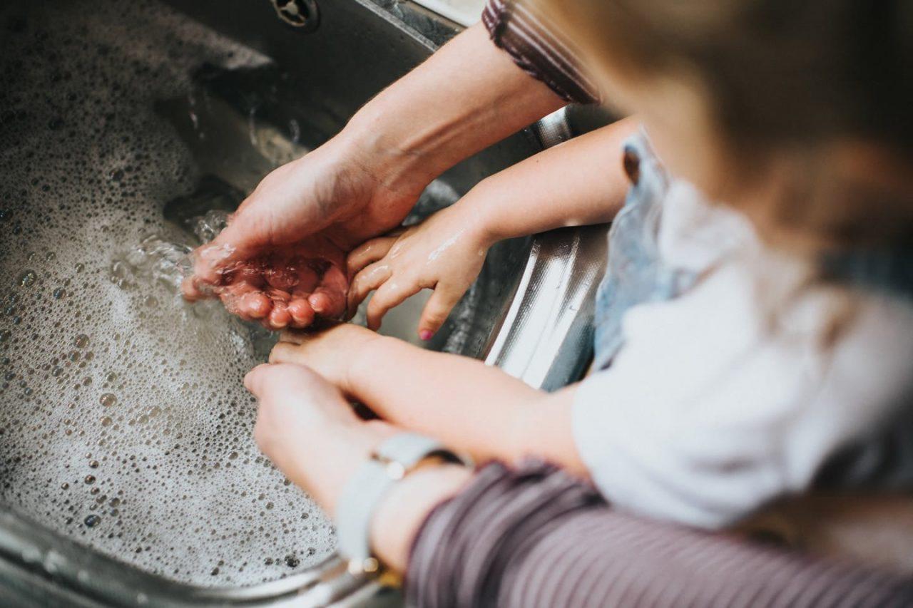 Lavarsi le mani: i piccoli gesti che ci proteggono dalle infezioni